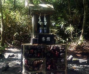 新屋山神社 奥宮